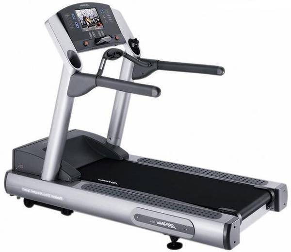 Life Fitness 95TE Treadmill (Includes LCD TV)